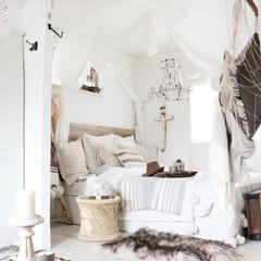 天蓋/寝室インテリア/ボヘミアンインテリア/リゾートインテリア/インテリア 寝室からベッドの眺め。夜はライトアップ、…