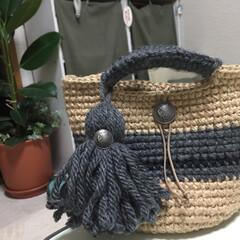 編み物/かぎ編み/麻紐/DIY/100均/ダイソー/... 麻紐と毛糸で丸底のバックを編みました。タ…