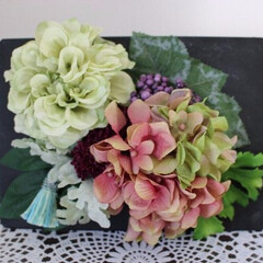 フラワーアレンジメント/アーティフィシャルフラワー/アンティーク風/ダリア/アジサイ/タッセル/... パリのお花屋さんをイメージしたシリーズで…