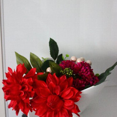 DAISO/花/アレンジメント DAISOの花材でダリアのアレンジメント…
