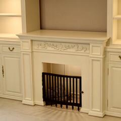 ホワイト家具/フレンチアンティーク/アンティーク調/オーダー家具/オーダーメイド家具/壁面収納/... マントルピース部分はワンちゃんのハウスで…
