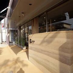 美容室/明石/たたき土間/版築/自然素材 アプローチはたたき土間と版築のサイン