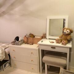 ベッドルーム(寝室)/寝室 ベッドの横にチェストとドレッサー。