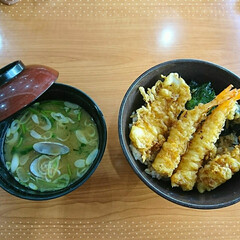 お昼/くら寿司/味噌汁/回転寿司/天丼 はい!また食べました😌💦 回転寿司の天丼…