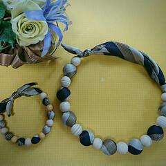 ブレスレット/ハンドメイド/ネックレス/ネクタイ/ウッドビーズ ネクタイで作るネックレスです(ブレスレッ…