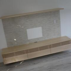 テレビボード/オーダー ルーバーにメープルの無垢材を使用したテレ…