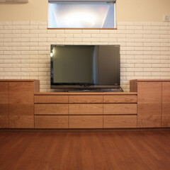 オーダー家具/東京/テレビボード/チェリー/無垢 扉はチェリーの無垢材。  引き出しと開き…