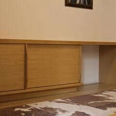 オーダー家具/リビングボード テレビボードとデスクを兼ねた、壁から壁い…