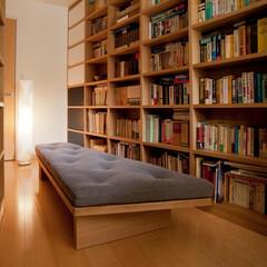 オーダー家具/本棚/オーダー本棚 台形の部屋に合わせて製作した 大容量の本…