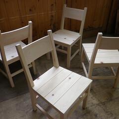 椅子/チェアー/ヒノキ/シンプル 節のあるヒノキで素朴な雰囲気の椅子を制作…