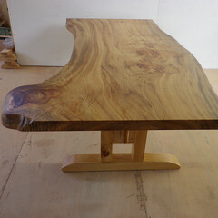 ダイニングテーブル/一枚板/楠 大きな楠の一枚板のテーブルです。大きなだ…