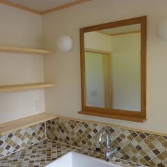 鏡/フレーム/ナチュラル 洗面所の鏡の制作でした。小さいものが載せ…