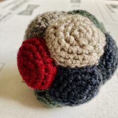 手作りおやつ/おはぎ/編み物/リンリンボール/ハンドメイド/手作り/... 出来た~🙌 ポコポコしたリンリンボール💛…(1枚目)