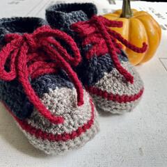 編み物/ベビーシューズ/ハンドメイド 今回は落ち着いた感じの色で編んだよ~👟 …(1枚目)