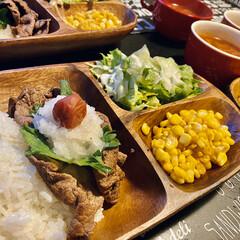 夜カフェ/カフェ風/木製プレート/キッチン雑貨/おうちカフェ 昨日の夜ごはん😋  牛肉にはおろし大根を…