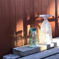 ガラス/風景/夏の終わり とあるカフェの一角  ガラスの花器の淡い…