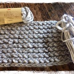 娘編み編み/毛糸deリリアンストレート/ダイソー/100均/雑貨/ハンドメイド/... 中三娘がネックウォーマーを編んでいます。…