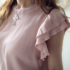ピンク/夏コーデ/ファッション サマーニットは腕が出ていてもカジュアルに…