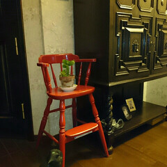 玄関に再利用/アンティーク/子供椅子/飛騨産業 使わなくなった子供椅子を玄関にディスプレイ