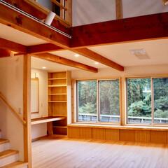 自然素材の家/リビング書斎コーナー/吹き抜け/リビング階段/在宅ワークスペース/リモートワークスペース/... リビング書斎コーナーがあるソーラーシステ…