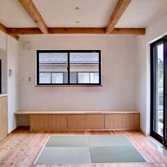 自然素材の家/ソーラーシステムそよ風/リビング畳コーナー/造り付けテレビ台/造り付け造作キッチン/パントリー/... 富士山一望明るく風通しの良いソーラーシス…