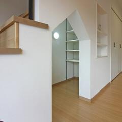 LDK/キッズ/キッズコーナー/キッズスペース/遊び場/階段下/... 白を基調としたLDK空間に、ややハードな…
