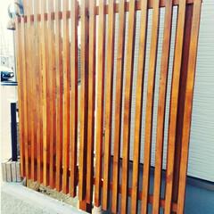 開閉式/格子/ホームセンター/木材/フェンス/目隠し/... 家とフェンスの間に 隙間があったので、 …