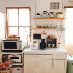 カフェコーナー/棚柱/見せる収納/飾り棚/食器棚DIY/ナチュラルカントリー/... 食器棚リメイク。  食器棚の上部分を取り…