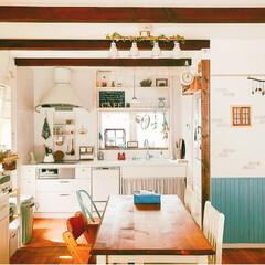 お気に入りの場所/壁付けキッチン/腰壁/インテリア雑貨/ダイニング/ナチュラルカントリー/... 初投稿です。大好きなリビング🌿キッチンの…