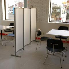 Office/Chair/イームズDCM ポイントにブラックを使ったテーブル…