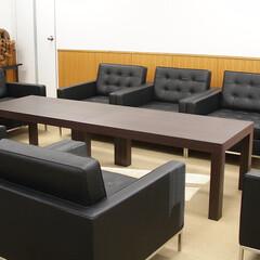 Office/SOFA/1205ラウンジソファ ウォールナットのテーブルとブラックレ…