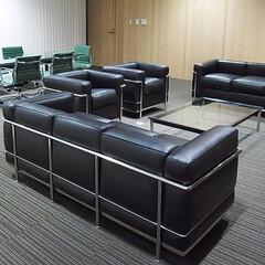 オフィス/SOFA/Table 広いフロアにLC2とLC10の組合せは落…