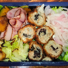 肉巻き/炭水化物抜き/弁当日記/ダイエット弁当 〰️明日の弁当〰️  ・豚こまの梅しそ巻…