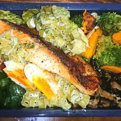 弁当日記/ダイエット弁当 〰️明日の弁当〰️  ・焼き鮭 *小松菜…