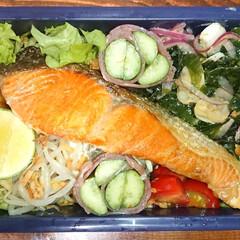 炭水化物抜き/鮭/弁当日記/ダイエット弁当 〰️明日の弁当〰️  ・焼き鮭 ・キュウ…