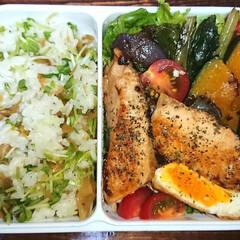 ザーサイ/鮭/弁当日記/ダイエット弁当 〰️明日は鮭弁当〰️  左:ザーサイと豆…