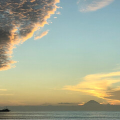 雲/富士山/夕焼け/風景 夕焼けと富士山🗻  雲もすごい形☁️  …