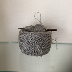 紡ぎ/糸玉/フラックス/リネン/わたしのお気に入り フラックスの繊維で紡いだ糸玉 自分で紡ぐ…