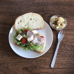 カンパーニュサンド/サンドイッチ/ランチ/わたしのごはん サンドイッチランチ 今日はお友達が家に来…(1枚目)