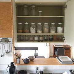 大豆/片栗粉/パン粉/小麦粉/塩/砂糖/... 吊り戸棚 瓶を統一して詰め替え 賞味期限…