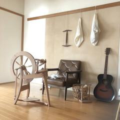 秋冬/羊毛/紡ぎ車 紡ぎ車のある部屋。 気忙しい時、 糸を紡…