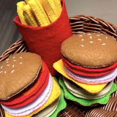 おもちゃ/玩具/フェルト/フェルト ハンバーガー/ハンバーガー屋さんごっこ/ハンドメイド/... ハンバーガーに引き続きポテトが出来ました…(1枚目)