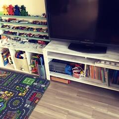 リメイクシート/水性ペンキ/ランバー材/TV台/溝付き支柱/ダイソー/... 使っていないテレビを設置するためにテレビ…