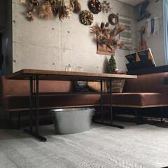 サンタさん/IKEA/古材テーブル/ダイニングソファ/ラグ/ホットカーペット/... 朝晩寒くなってきたので、ホットカーペット…