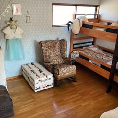 オリジナルダマスク柄壁紙/断捨離中/2段ベッド/ロッキングチェア/スヌーピー/寝室改造中 寝室の2段ベッドの向きを90度変えま…
