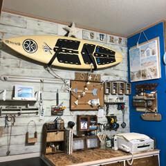 DIYがいっぱい/サーフボード/リビング壁面板壁/板壁/DIY リビングの壁面板壁はDIY  最初はブラ…