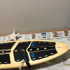 壁面雑貨/壁面インテリア/壁面ディスプレイ/バーンスター/フォロー大歓迎/ハンドメイド/... リビング板壁にサーフボードをディスプレイ…