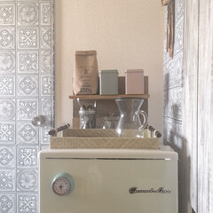 足場板棚/缶/ソストレーネグレーネ/cafeグッズ/コーヒーカラフェセット/キッチン/... kitchen🍳  レトロな冷蔵庫の上に…