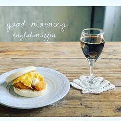 おうちごはん/おうちカフェ/朝食/食事情/暮らし いつかの朝食  マフィンのレシピ 海老カ…