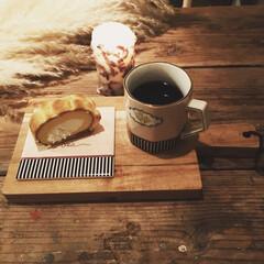 秋の夜長/パンパスグラス/カッティングボード/キャンドル/ポーセラーツ/秋/... 作業の合間の休憩😊  ニトリのカッティン…